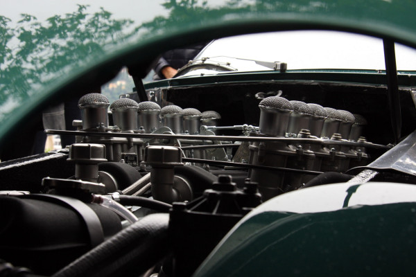 http://autopublishers.com/WebSites/1381/Images/Blogs/1527/1963-Lamborghini-350-GTV-Engine.jpg