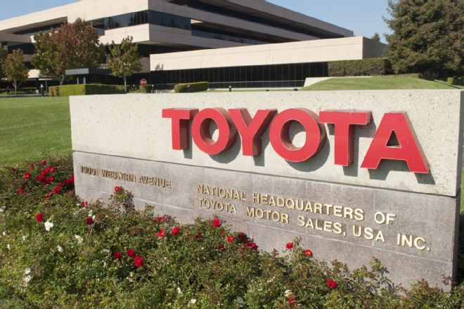 Toyota to Enforce Below-Invoice Pricing in Dealer Ads